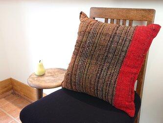 着物生地を使った裂き織りクッションの画像