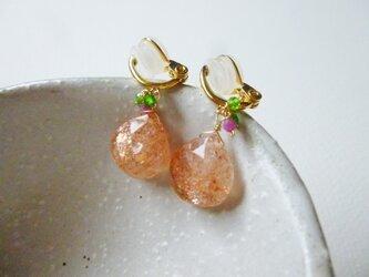 サンストーンと小粒石のイヤリングの画像