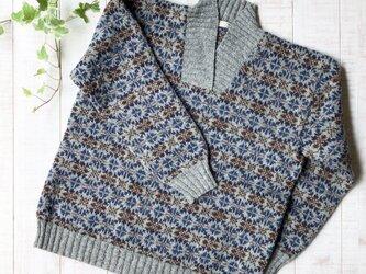 フエアアイル グレーの襟付きセーターの画像