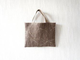 裂き織りのちょっとそこまでバッグ  モカブラウンにゆらゆらラインの画像