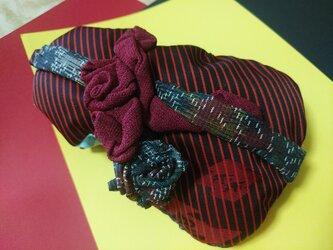 ヴィオロンポーチ・紬とエンジの薔薇装飾の画像