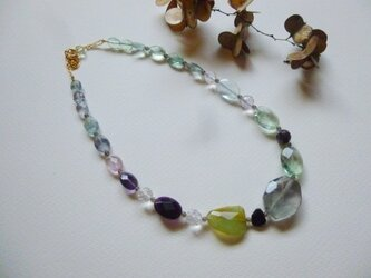 フローライトとブルーオパール・水晶他のネックレスの画像