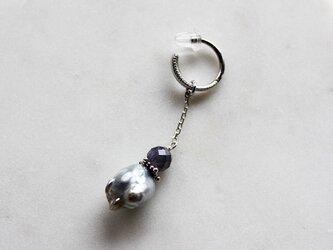 No. 402 あこや真珠とアイオライトのイヤーカフの画像