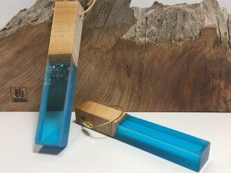 木とレジンのキーホルダー<ケヤキ>大の画像