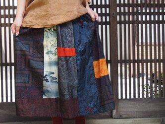 着物リメイクスカート☆紬パッチの色合いで楽しんで…縮緬布に気が付いたらおしゃれ!!の画像
