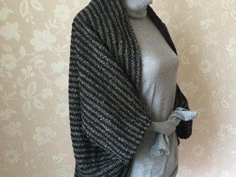 ウールループニットの羽織りカーディガンの画像