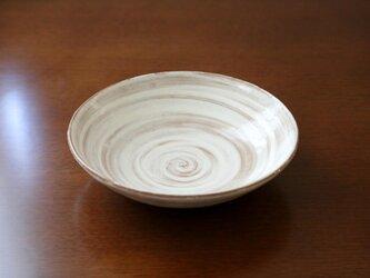 粉引 刷毛目模様の平鉢の画像