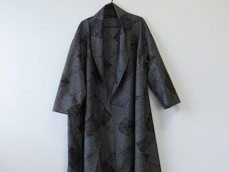 *アンティーク着物*重ね菱模様泥大島紬のへちまカラーローブ(ゆったりサイズ・7マルキ)の画像