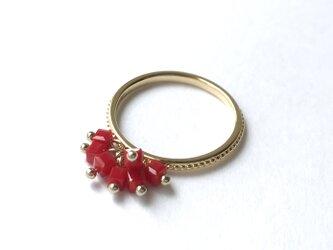 【リング・指輪/赤いカットグラスのフリンジが揺れる指輪】 揺れるモチーフ 揺れるリング 重ね付けにもおすすめのリングですの画像