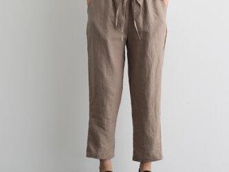 脚のラインを拾わない細見えテーパード リネンパンツ 九分丈パンツ 200903-1の画像