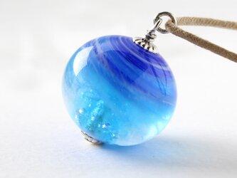 ガラスネックレス【青】縞の小石 L105の画像