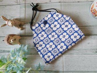 送料無料✴USAコットン、青ベースに白いお花が爽やかなマスクケースです✴の画像