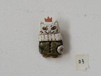 白猫の王様ブローチ03の画像