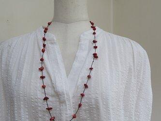 カジュアルな山珊瑚のネックレスの画像