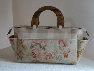 サイドポケットバッグ横長S(wood持ち手、リネン花柄×ウェバリーチェック)の画像