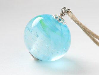 ガラスネックレス【浅青】縞の小石 L80の画像