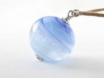ガラスネックレス【浅青 】縞の小石 L107の画像