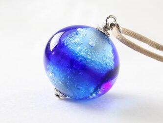 ガラスネックレス【青晶 】縞の小石 L102の画像
