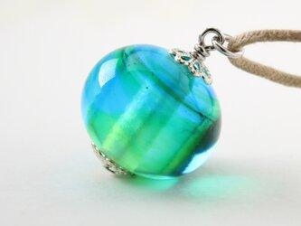 ガラスアクセサリー【青緑 】縞の小石 M57の画像