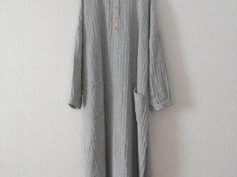 秋冬リネンのワンピース 灰色の画像