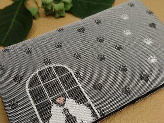 絹織物西陣織名刺・カード入れ グレー地に白猫 中地黒の画像