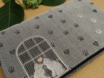 絹織物西陣織名刺・カード入れ グレー地に銀猫 中地黒の画像