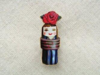 薔薇乗せの着物のひとブローチの画像