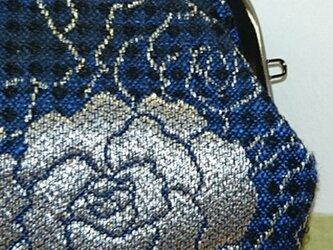 絹織物西陣織 四角ぽい バラと蝶々銀糸青黒裏白青の画像