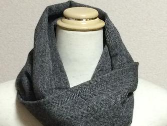 ウールのスヌード~へリンボン(白黒)の画像