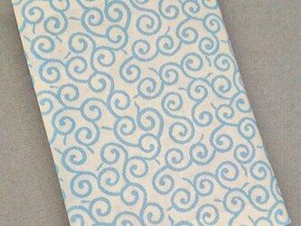 栞付き・和紙ブックカバー(文庫本サイズ)唐草模様 地白 唐草ブルーの画像