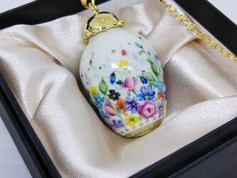 白磁絵付けペンダントネックレス カラフルな小花の画像