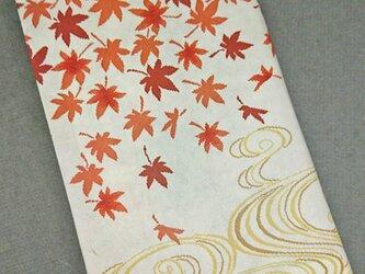 栞付き・和紙ブックカバー(新書サイズ)白地に流水赤紅葉の画像