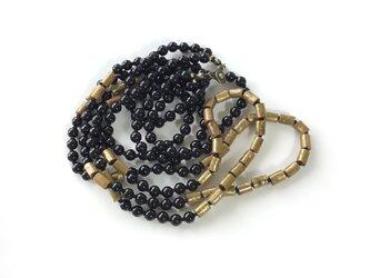 黒と金色のネックレス / 珊瑚, オニキス, 天然石の画像