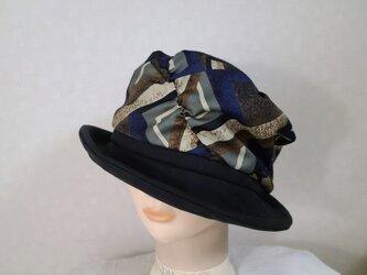 魅せる帽子☆幾何学プリントとスエードのバイカラーソフトハット~ブラックの画像