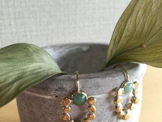 pierced earrings pave emblemの画像