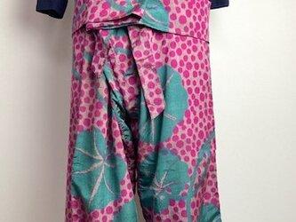 【着物リメイク】タイパンツ/変形ドットと葉・薄グレー×濃ピンク×緑の画像