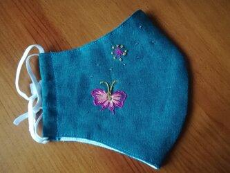 手刺繍☆きれいな横顔☆リネンの立体マスク(蝶々、葡萄色)の画像
