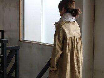 【秋SALE!】後ギャザーのゆったりプルオーバーシャツ*フレンチリネンの画像