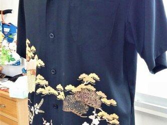 アンティーク風のアロハシャツ、着物リメイク、シルク素材100%、高級感のあるシャツ、黒留袖使用!の画像