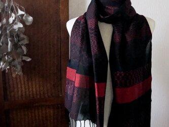 :奄美大島紬のストール:黒赤の画像
