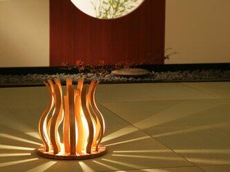 手仕上げでつくる、幻想的な睡蓮のランプの画像