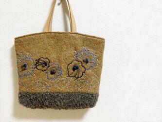 もこもこ刺繍のウールかばんの画像