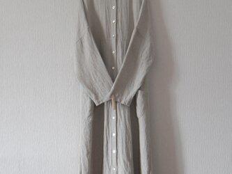 リネンのコートワンピース 生成りの画像