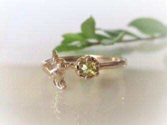 天然ダイヤとハチドリの指輪(K10)の画像