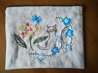 【再販】手刺繍☆リネンのポーチ☆猫と花の画像