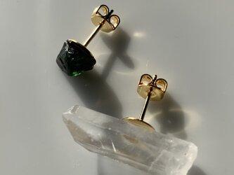 グリーントルマリンと水晶のピアスの画像