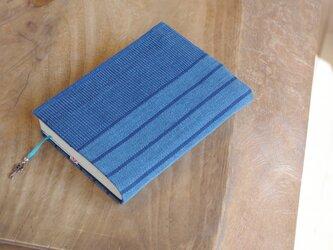 藍色手織り 文庫本サイズのブックカバー⑫ 栞+鍵のチャーム付き (サイズ調整できます)の画像