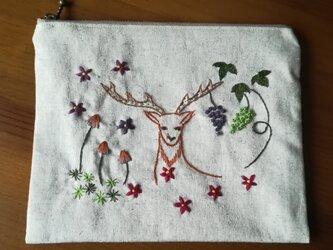 手刺繍☆リネンのポーチ☆鹿と葡萄の画像