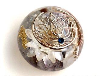 蓮の花のチャーム 伝説のオリハルコン入り 恋愛 ヒーリング 能力の引き出し 夢の実現 幸運メモリーオイル入 キュート型 オルゴの画像