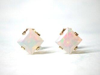 【10月誕生石】輝く虹色。オパールのピアス [送料無料]の画像